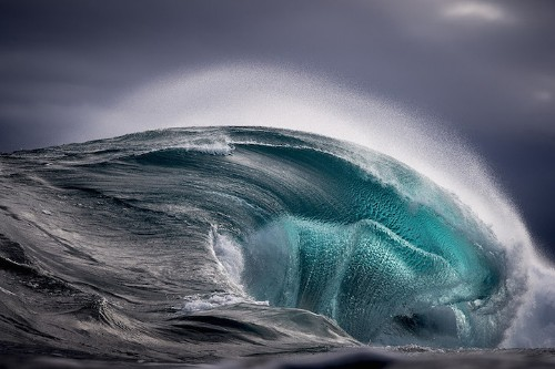 Stunning Photos of Surging Ocean Waves Frozen in Time