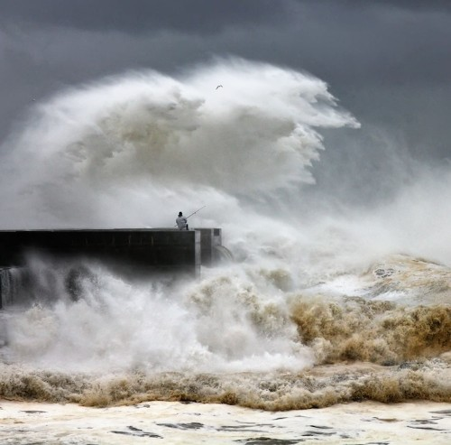 Huge Storm Waves Amost Swallow People in Portugal