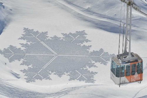 Artist Walks in Snow All Day to Create Giant Geometric Patterns by Foot