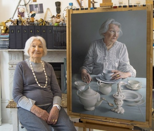 Artist Paints Beautiful Award-Winning Portrait of Her Mother