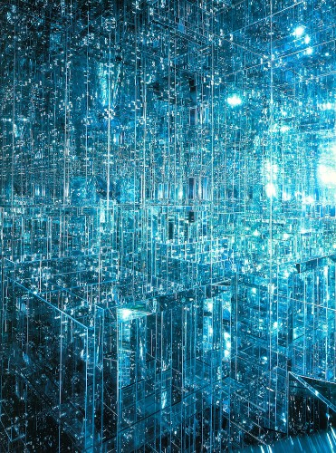 New Mirrored Infinity Room Immerses Viewers in Mesmerizing World of Endless Reflections