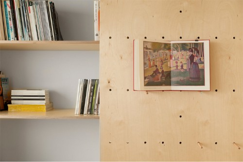 Airy Artist Studio Feels Larger Than Only 18 Square Meters
