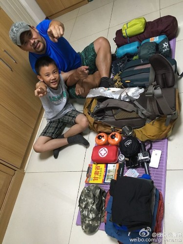 Father Teaches Son About Life by Backpacking Across China with Only $15 to Spend