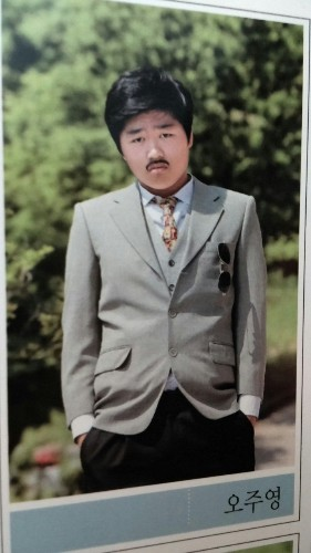 Korean High School Students Take Hilariously Random Yearbook Photos