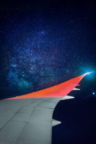 Photographer Captures Stunning Handheld Shot of Milky Way from Airplane Window