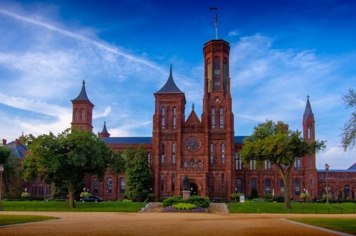 What is the Smithsonian? Discover and Explore This National Institution