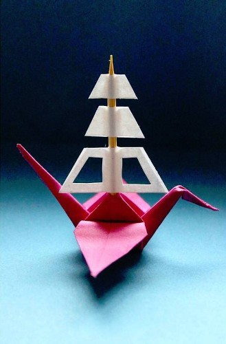 "Artist Folds a New Paper Crane to Describe Each Day of the Year for an ""Origami Journal"""