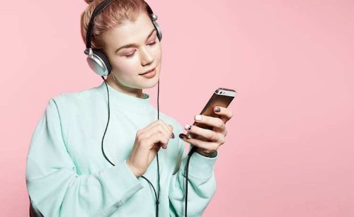 18 of the Best Podcasts for Creative Advice and Endless Inspiration