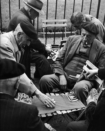 Humanist Street Photography Showcases Everyday Life in Post-War Paris
