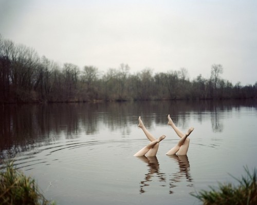 Beautiful Illusion of Synchronized Swimmers in Nature