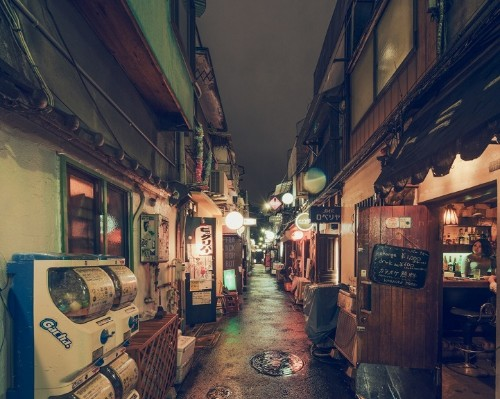 Evening Photos Explore the Peaceful Side of Tokyo's Rarely Empty Streets