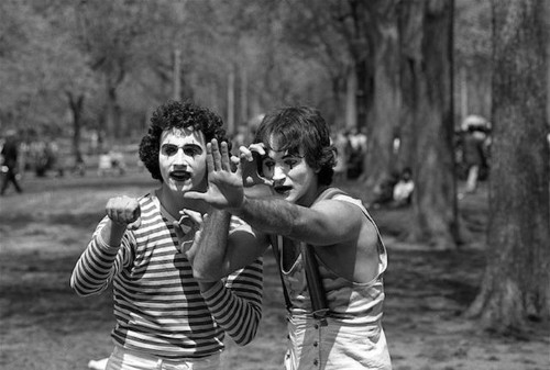 Photographer Takes Photos of Mimes in Central Park. Discovers It's a Young Robin Williams 35 Years Later.