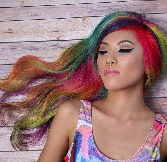 """""""Sand Art Hair"""" is the Latest Hair Trend Young Women Have Perfected"""