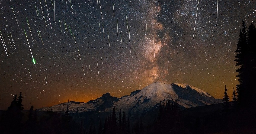 "Stunning Photo Captures ""Eruption"" of Perseid Meteors and the Milky Way Over Mount Rainier"