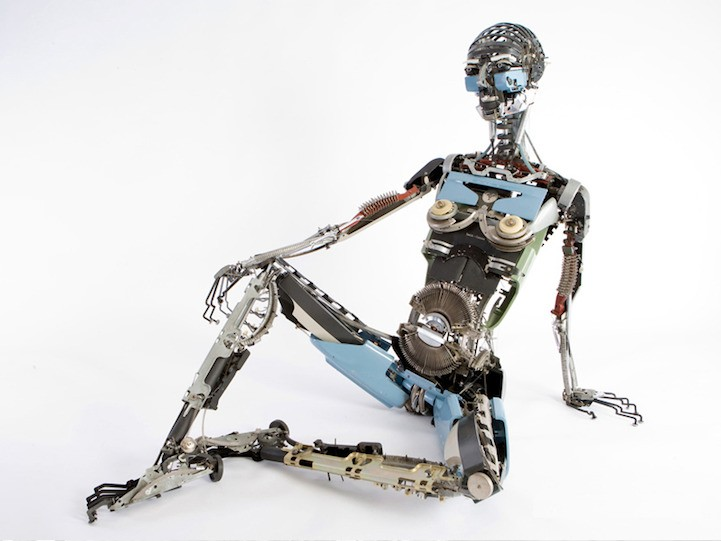 Incredibly Lifelike Sculptures Built With Old Typewriter Parts