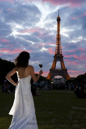 Bride Takes Portraits in 19 Countries Wearing Wedding Dress