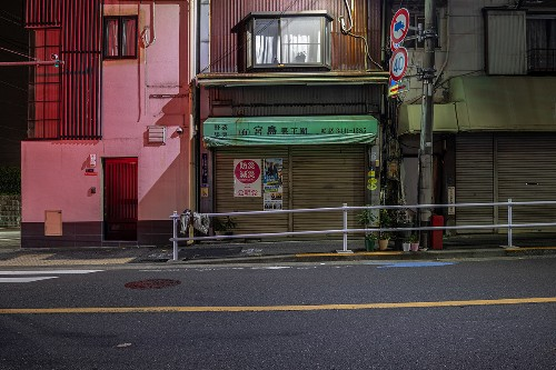 Photographer Captures the Surprisingly Quiet Side of Tokyo at Night