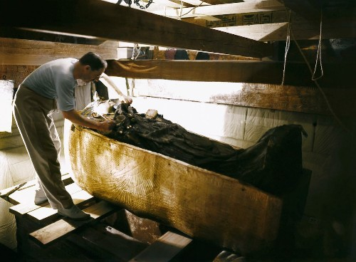 Colorized Photos Reveal the Historic Discovery of King Tut's Tomb