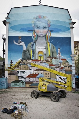 Expansive Mural in Ukraine Conveys Hope for a Better Future