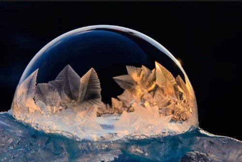 Gorgeous Ice Crystals Form on Frozen Bubbles