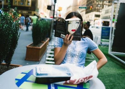 Street Photographer Hunts Down Life's Uncanny Coincidences