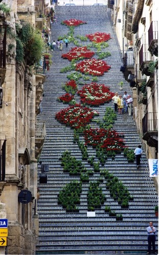 Thousands of Potted Flowers Form a Grand Design on a Staircase in Sicily
