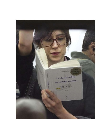 Photographer Documents What People Are Reading on the NYC Subway