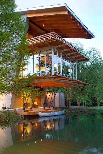 Tranquil Pond House Generates Energy Instead of Consuming It