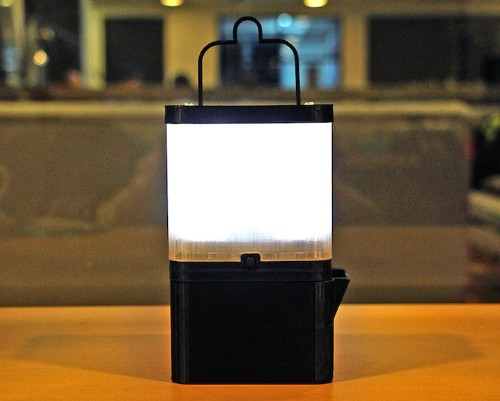 Amazing Invention Uses Only 1 Glass of Saltwater to Supply 8 Hours of Light