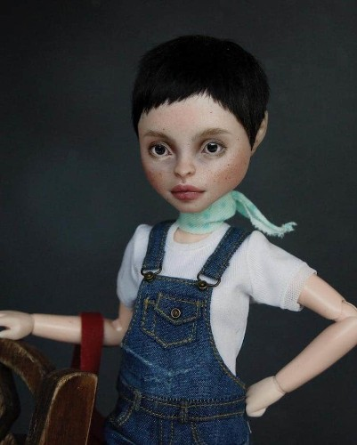 Artist Removes Makeup from Mass-Produced Dolls to Transform Them into Realistic Faces