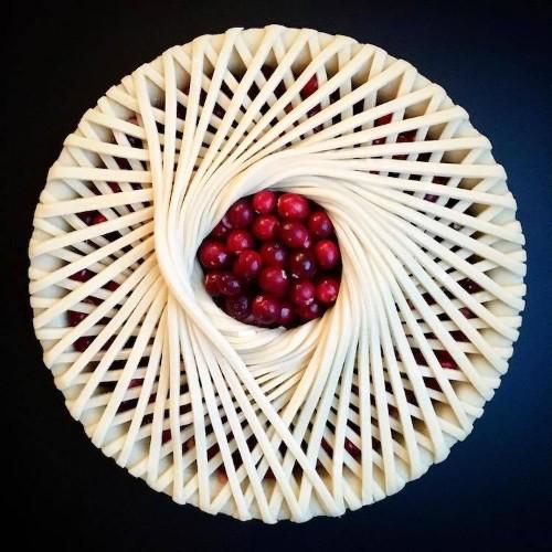 Creative Woman Bakes Incredible Pies with Avant-Garde Crust Designs