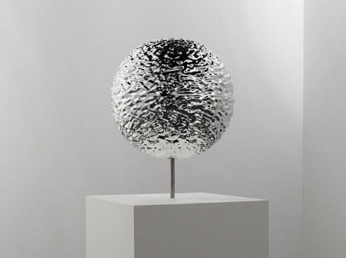 Amazing Metallic Sculpture Appears to Endlessly Melt