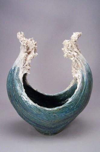 Ocean-Inspired Ceramic Sculptures Resemble Cresting Waves