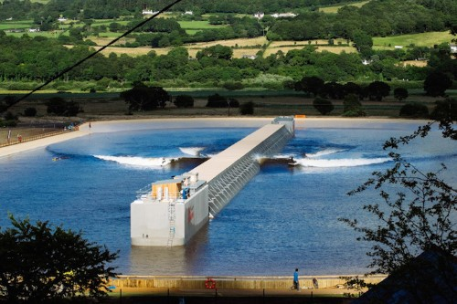 New Surf Park Produces Oceanic Waves in Thousand-Foot-Long Pool