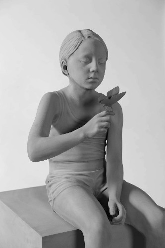 Monochromatic Life-Size Sculptures Highlight the Innocence of Childhood