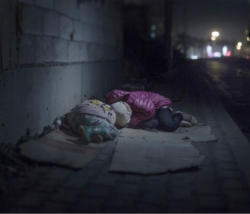 Interview: Magnus Wennman's Powerful Photos Reveal Where Syrian Refugee Children Sleep