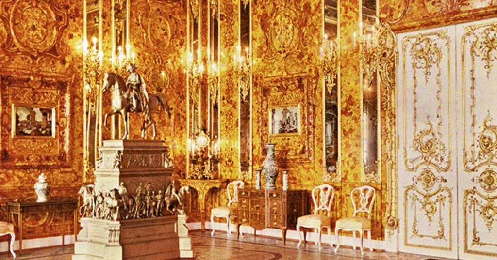 The Mysterious Disappearance of the Opulent 'Amber Room' in Russia