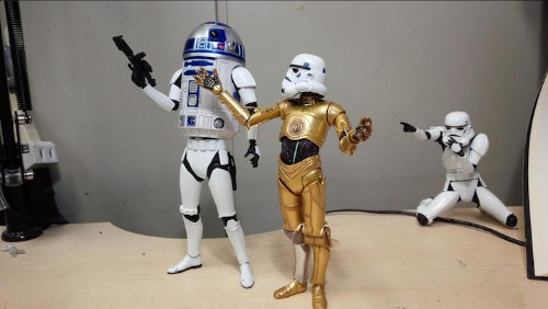 Sculptor Hilariously Re-Imagines R2D2 With Body Parts from Other Superheroes