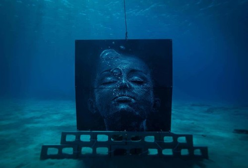 Entrevista: Artista urbano aprende a buceo libre para pintar bajo el agua en arrecifes artificiales