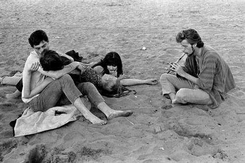 Vintage B&W Photos of San Francisco in 1968 Reveal the Carefree Lifestyle of Youths