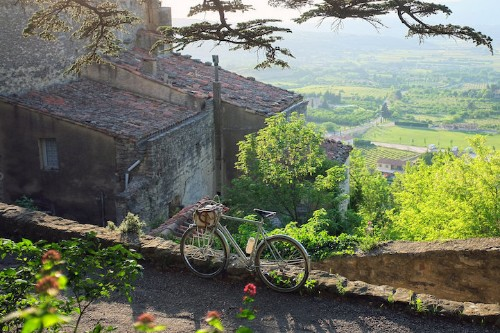 Cycling Enthusiast Shares Love of Bikes through Scenic Landscapes Around the World