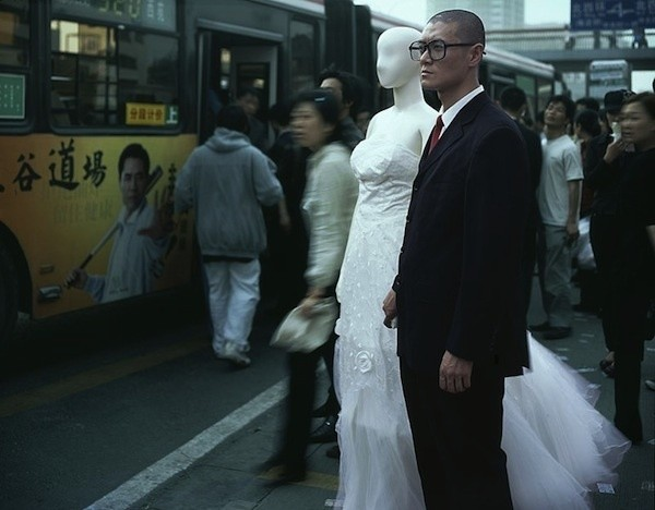 Strange Mannequin Marriage (15 photos)