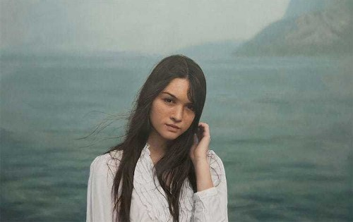 Artist's Paintings of Women in Nature Are Unbelievably Photorealistic