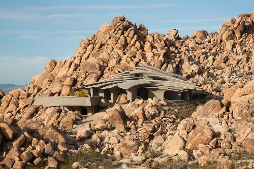 Sculptural Desert Home in Joshua Tree Is a Masterful Display of Organic Forms