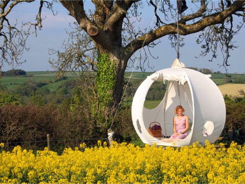 Suspended Moon-Shaped Tent Sleeps You Closer to the Stars