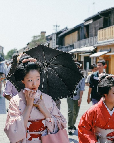 Japanese Street Photography Highlights the Nation's Rich Culture