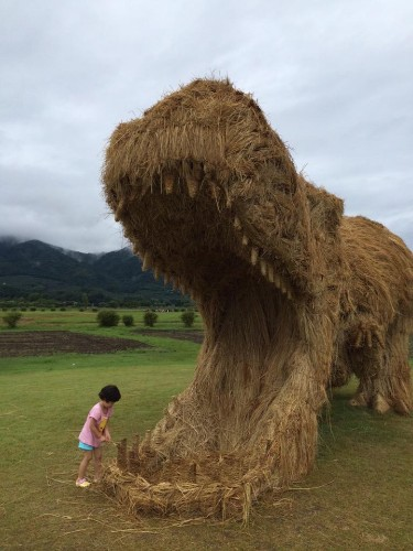 Giant Dinosaur Sculptures Made of Recycled Rice Straw Pop Up in Japan