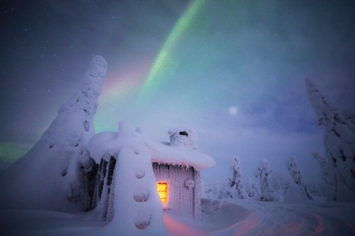 Tiina Törmänen's Photos of Finland's Northern Lights in the Snow