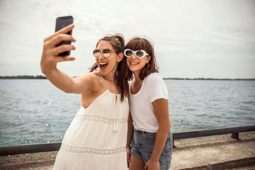 New Study Says Obsession with Taking Selfies Is Now a Mental Disorder Called 'Selfitis'