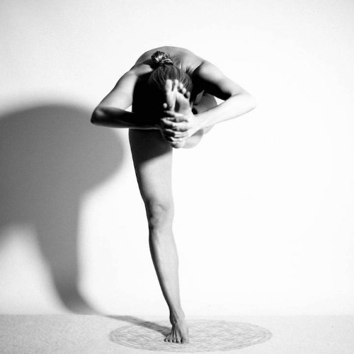 Nude Yoga Girl Contorts Her Body into Works of Art Without Breaking Instagram's No Nudity Rules